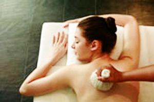 massaggio con fagottini alle erbe